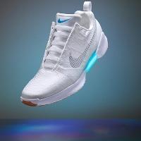 Nike ra giày thể thao tự buộc dây