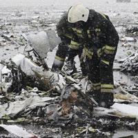 Hiện trường la liệt mảnh vỡ của máy bay rơi tại Nga