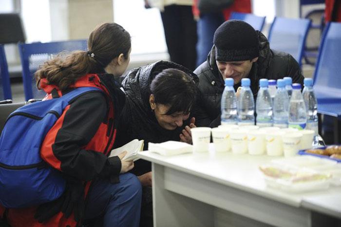 Tổng thống Nga Putin yêu cầu giới chức ưu tiên việc hỗ trợ người nhà nạn nhân. Các bác sĩ tâm lý đã được điều đến sân bay để an ủi thân nhân người thiệt mạng.