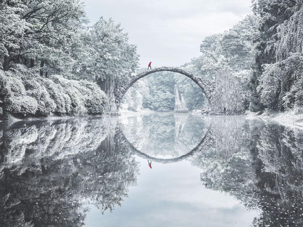Rakotzbrücke nằm trong miền rừng tận sâu biên giới phía đông nước Đức.