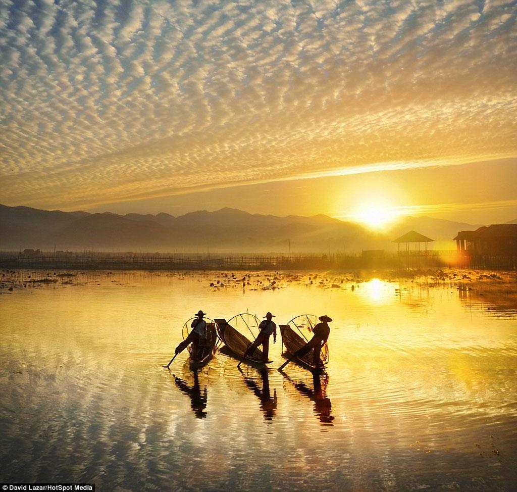 Hồ Inle nổi tiếng với hình ảnh những ngư dân đánh cá theo phương pháp truyền thống.