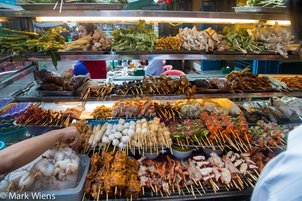 Trung tâm thành phố Yagon nổi tiếng với các phố ẩm thực, trong đó có nhiều món xiên nướng ngon tuyệt.