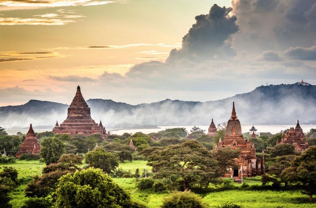 Vùng Bagan nổi tiếng với hơn 2.000 đền chùa lớn nhỏ nằm rải rác dọc bờ đông sông Ayeyarwady