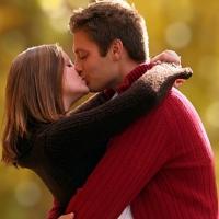 Tại sao chúng ta thường nhắm mắt khi hôn?