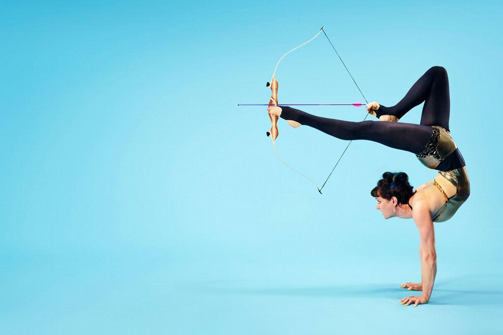 Chị Nancy Siefker, người Mỹ, lập kỷ lục về khả năng bắn cung bằng chân. Chị bắn mũi tên trúng đích là vòng tròn rộng 14 cm ở khoảng cách 6 m.