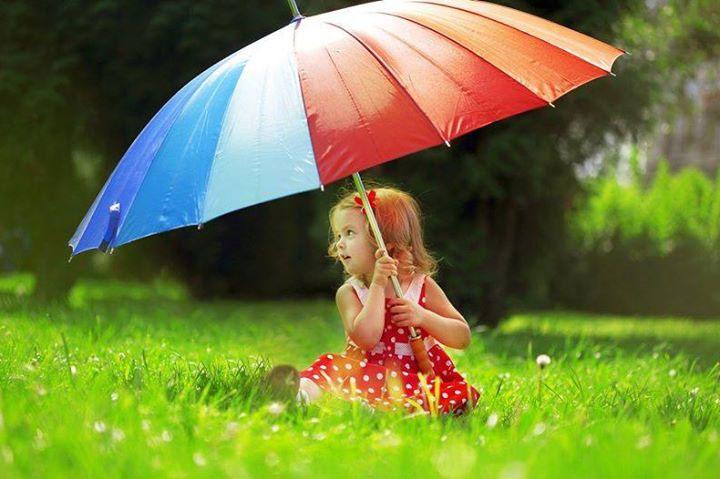 Chú ý bảo vệ cơ thể khi ra ngoài trời mưa và vệ sinh nhà cửa để tránh bệnh tật