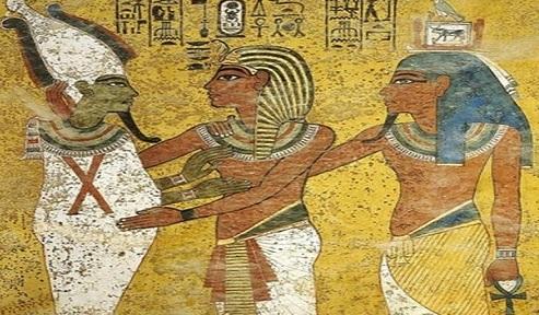 Bức tranh trong lăng mộ minh họa pharaoh Tutankhamun ôm thần Osiris.