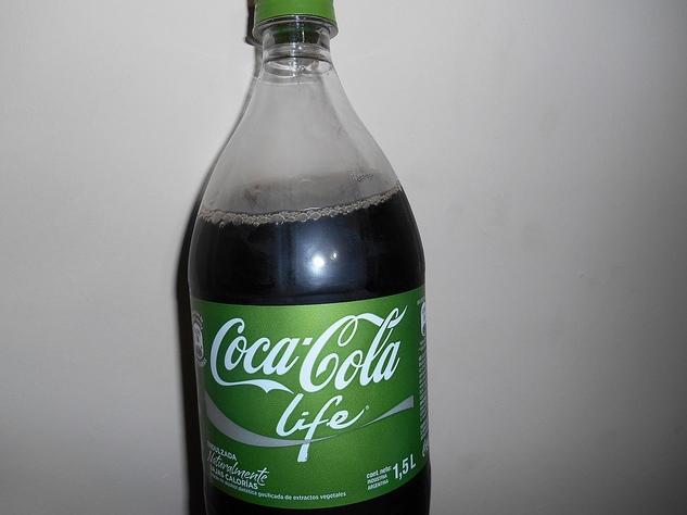 Coca-cola sẽ có màu xanh lá cây nếu không có phẩm màu thêm vào.