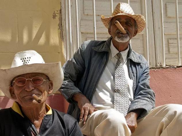 Cuba nổi tiếng với những điếu xì gà, kéo theo đó là nguy cơ ung thư phổi của người dân.