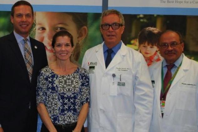 Wendy Peacock (thứ 2 từ trái sang) được xác nhận là bệnh nhân tiểu đường đầu tiên giã từ điều trị insulin.