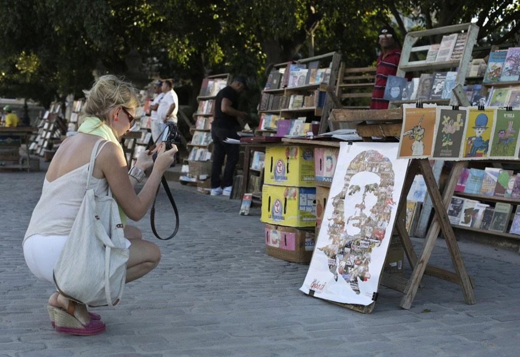 Từ Bảo tàng nghệ thuật quốc gia Hanava tới các khu buôn bán tác phẩm nhỏ hơn trên phố, du khách có thể dễ dàng chiêm ngưỡng những bức họa màu sắc khắp thành phố.