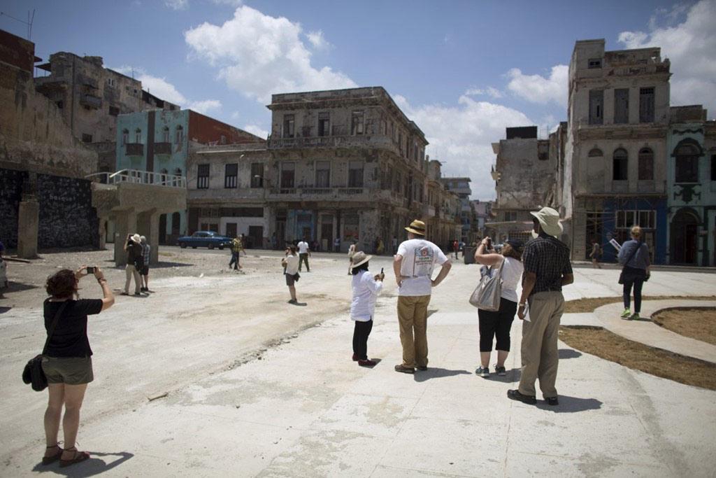 Năm 2015, lễ trưng bày nghệ thuật Havana Biennial lần thứ 12 được tổ chức, thu hút các nghệ sĩ và các nhà quản lý từ khắp nơi trên thế giới. Họ đã cùng đi thăm các con phố ấn tượng của Havana.