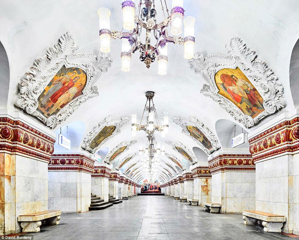 Ga Klyevsskaya: Gà tàu này có kiến trúc cổ điển, với các bức tranh tường tuyệt đẹp.