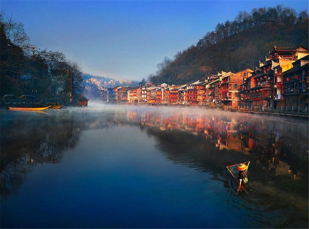 Những ngôi làng mờ ảo như trong truyền thuyết tại Phượng Hoàng cổ trấn, Hồ Nam, Trung Quốc.