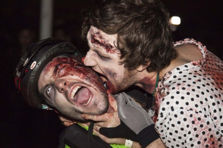 Zombie cắn người