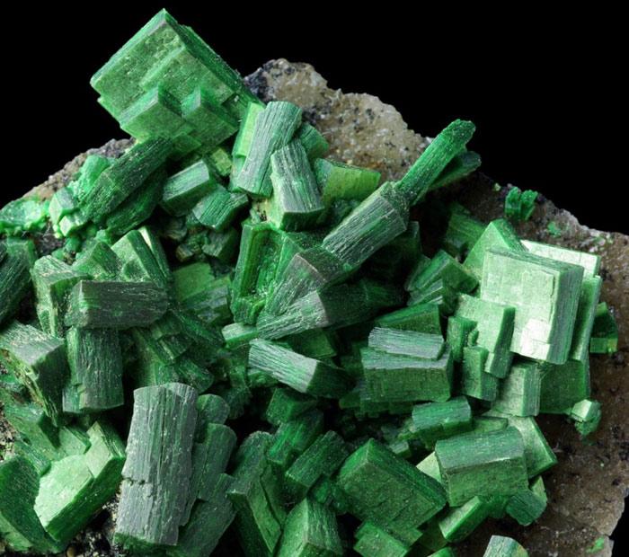Torbernite - Cu(UO2)2(PO4)2 · 8 – 12 H2O