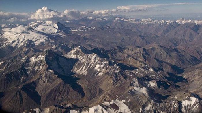Dãy núi dài nhất thế giới là dãy Andes