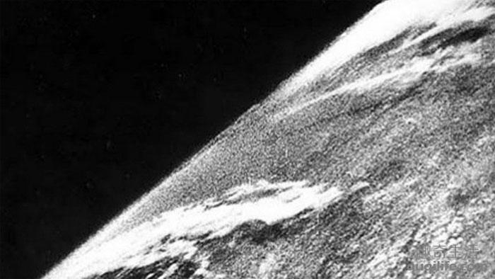 Hình ảnh đầu tiên của Trái đất