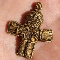 Mặt dây chuyền vàng hình Chúa Jesus cổ nhất Đan Mạch