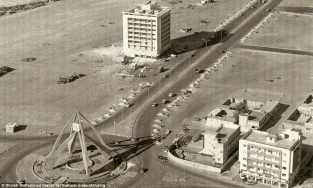 Tháp đồng hồ Dubai.