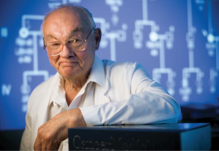 Hội chứng được đặt tên theo bác sĩ Henry Lynch, người xây dựng những hệ thống tài liệu đầu tiên về nó.