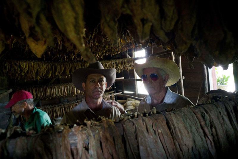 Montesino đã được truyền qua 3 thế hệ. Ảnh: Ông chủ Marcelo Montesino (bên phải), đứng cạnh cậu con trai Eulogio (bên trái)- người sẽ tiếp quản cơ nghiệp sau này.