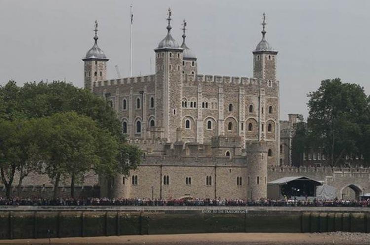 Sau khi đến đây, mọi người đã thất vọng khi biết rằng tòa tháp này không hề có một con sư tử nào cả.