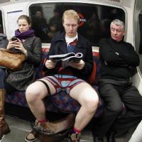 """Ngồi với tư thế """"bành trướng"""" có thể khiến bạn trở nên hấp dẫn hơn"""