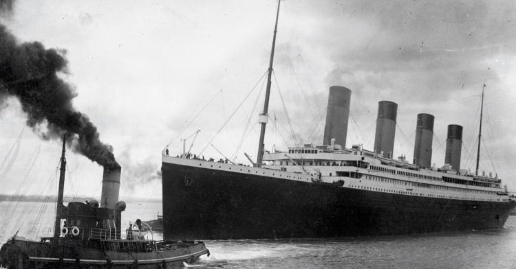 """Hình ảnh tàu Titanic """"không thể chìm"""" cách đây 100 năm."""
