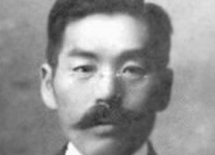 Masabumi Hosono là hành khách duy nhất người Nhật liều mạng nhảy xuống tàu cứu hộ và thoát chết.