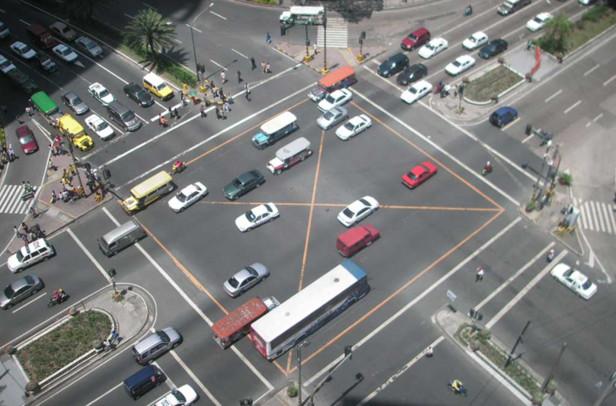 Những mẫu xe hơi hiện nay và tương lai chắc chắn sẽ được trang bị công nghệ kết nối với hệ thống đường xá.