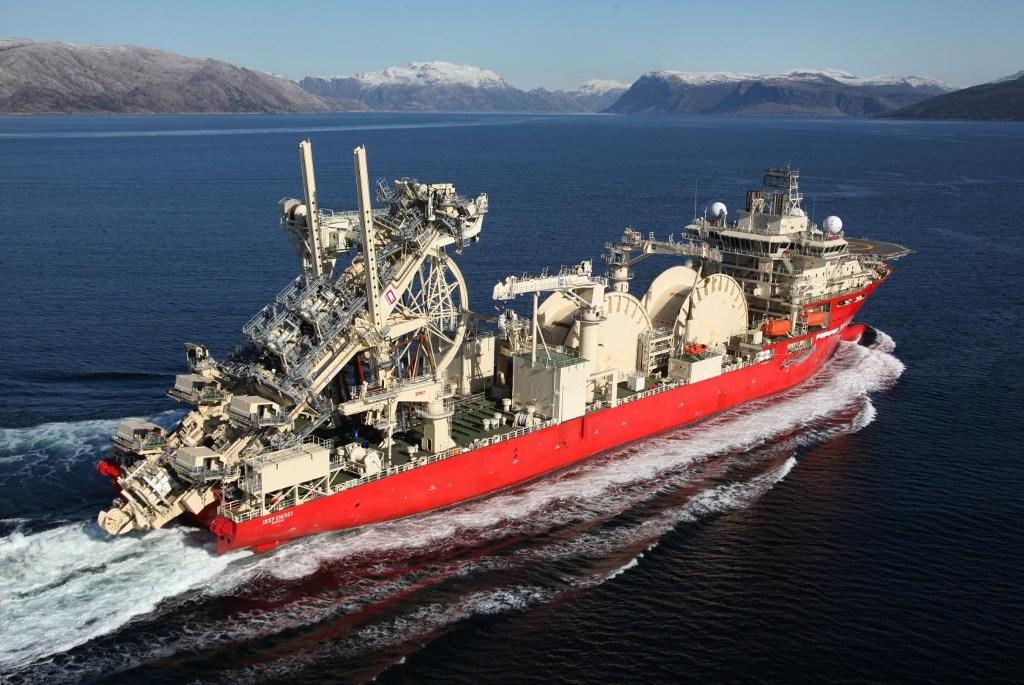 Tàu Deep Energy được lắp ráp vào năm 2013, Deep Energy là một trong những tàu lớn nhất từng được xây dựng có vận tốc 19,5 hải lí/h. Tàu có khả năng đặt các ống cứng, ống mềm... ở độ sâu lên đến 3.000 m bằng phương pháp reel-lay.