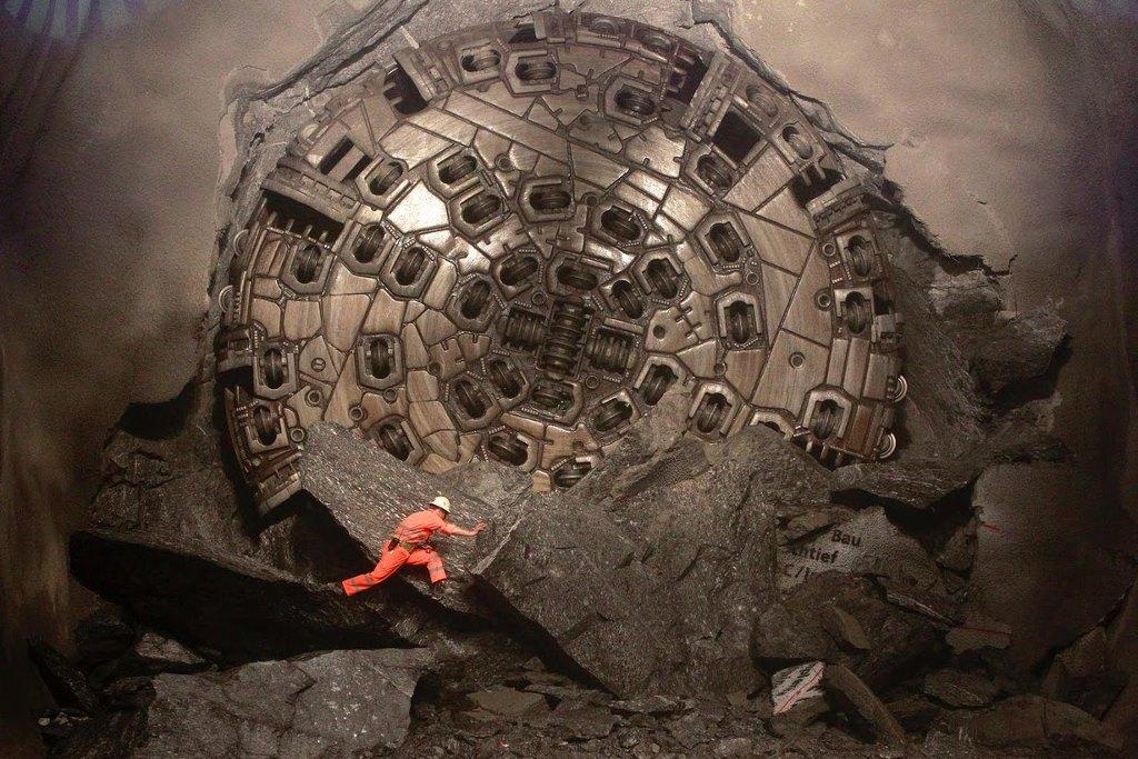 Giàn khoan 4500 mã lực để xây dựng công trình đường hầm Lyon-Turin dưới dãy núi Alps.