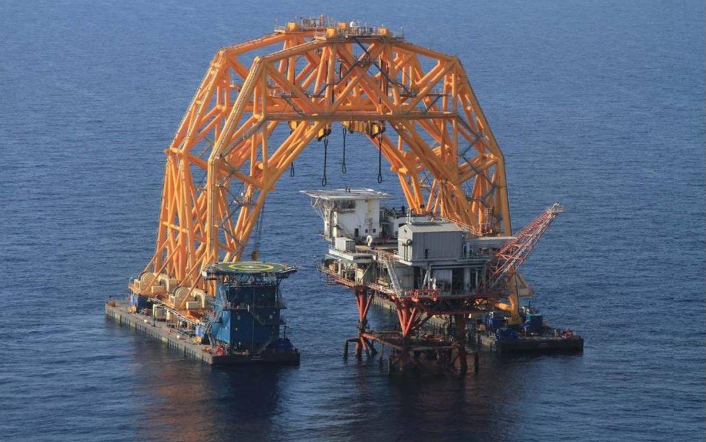 Thiết bị dịch chuyển giàn khoan dầu của công ty VersaBar. Ước tính khoảng 100 000 triệu, có thể di chuyển một dàn khoan dầu chỉ trong một vài giờ.