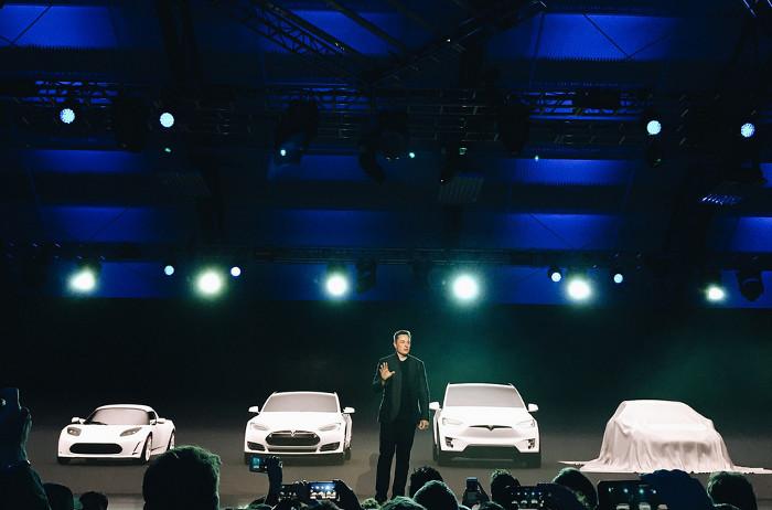 CEO Tesla, ông Elon Musk phát biểu tại lễ giới thiệu Model 3.