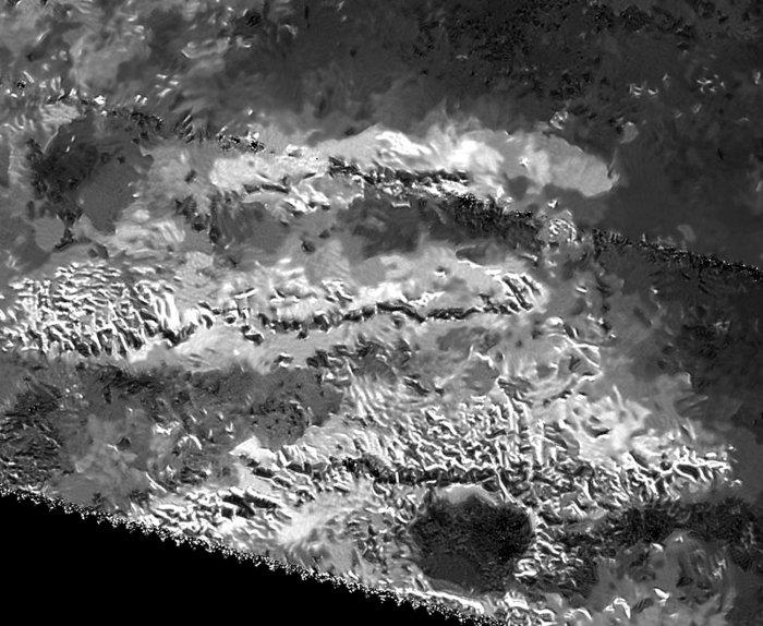 Đỉnh cao nhất của Mặt Trăng Titan trên sao Thổ cao khoảng 3.337m.