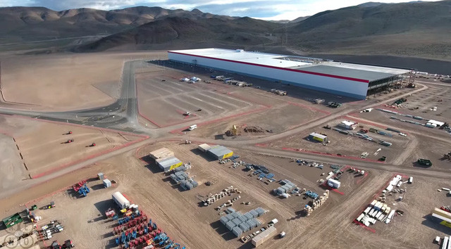 Nhà máy Gigafactory sản xuất pin cho ô tô đầu tiên của Tesla, được đặt tại phía ngoại ô thành phố Sparks, bang Nevada.