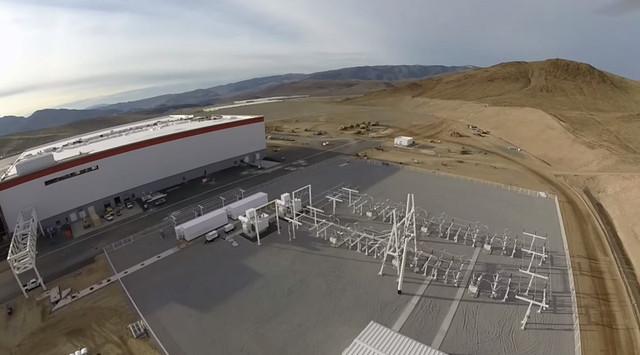 Tesla cho biết chỉ riêng phần nền móng của nhà máy Gigafactory đã tiêu tốn của hãng này khoảng 16 triệu USD.