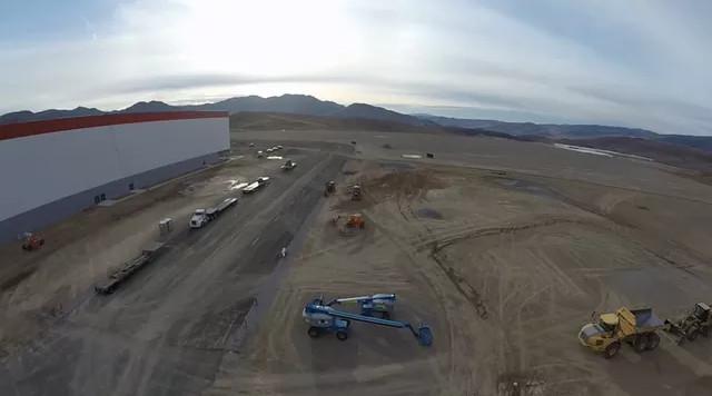 Năm ngoái, Tesla đã tiêu tốn 13 triệu USD vào hệ thống thép và bê tông cho tầng lửng của nhà máy.