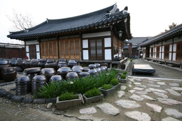 Làng Yangdong được xây dựng vào khoảng thế kỷ 14 - 15.