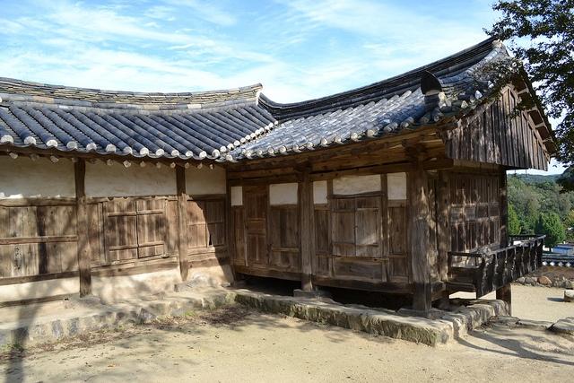 Những ngôi nhà gỗ mang đậm văn hóa Hàn Quốc thới vua Joseon.