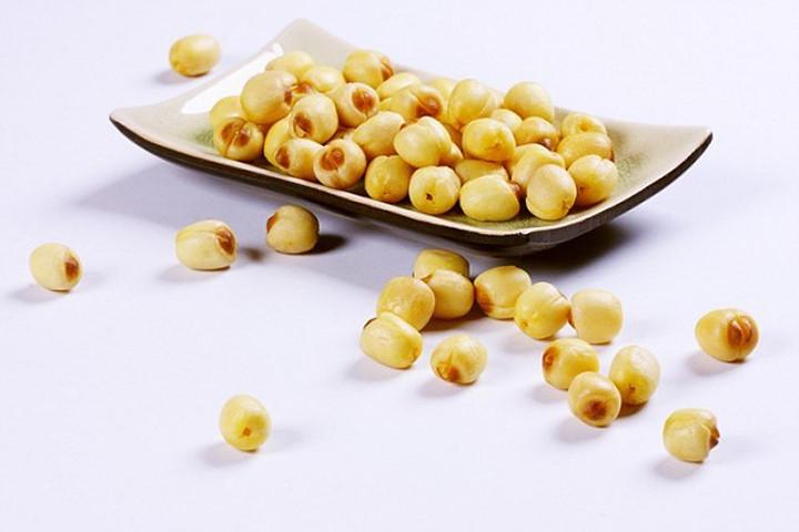 Sử dụng hạt sen để chữa khóc đêm do sợ hãi ở trẻ.