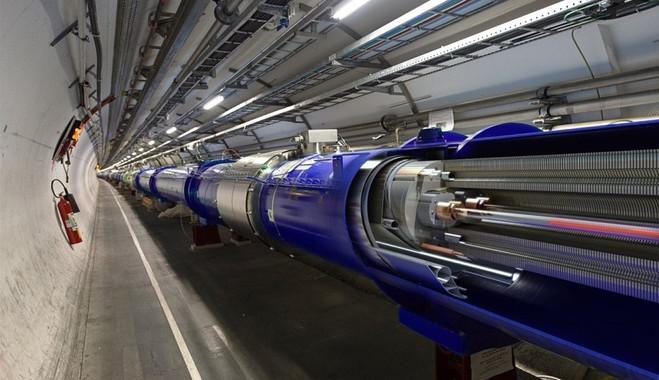 LHC được đặt trong hệ thống đường hầm ngầm ở độ sâu 100m dưới lòng đất.