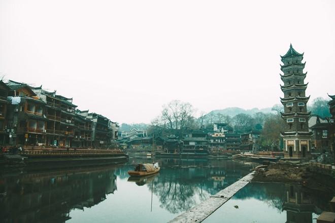 Trong những ngày được trải nghiệm tại Phượng Hoàng cổ trấn, tôi thấy mình giống như đang sống trong bộ phim của Trung Quốc thời xưa. Địa danh này được bảo tồn về giá trị lịch sử, văn hóa của các dân tộc ít người.