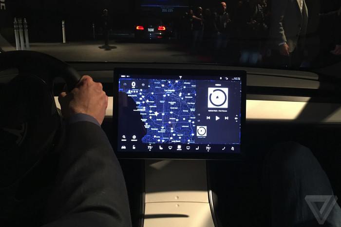 Hiện tại Model 3 chỉ được trang bị tính năng tự lái cơ bản từng được nâng cấp trên Model S và Model X.