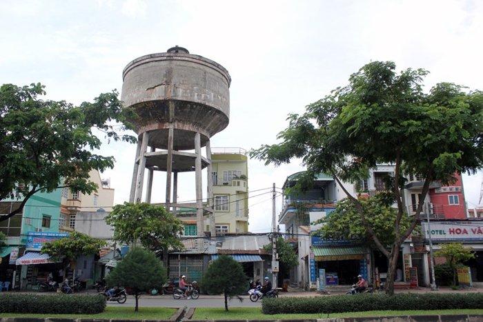 Thủy đài trên đường Tô Ký thuộc phường Trung Mỹ Tây (quận 12, Tp Hồ Chí Minh)