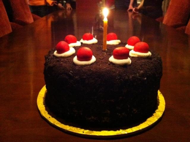 Nến và bánh sinh nhật