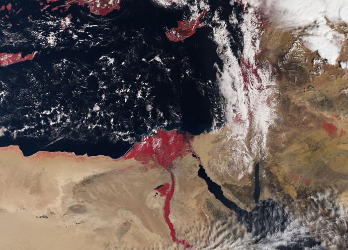 """Bức ảnh chụp từ vệ tinh Sentinel-3A cho thấy dòng sông Nile """"đỏ như máu""""."""