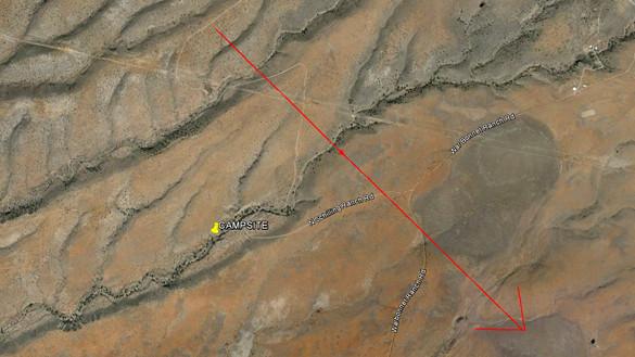 Hướng bay của UFO vuông góc với phía Đông Bắc – Tây Nam chạy dọc theo các hẻm núi.