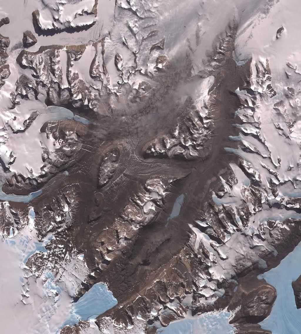 Thung lũng McMurdo Dry Valleys ở Nam Cực là nơi trên Trái Đất có quang cảnh giống sao Hỏa nhất.